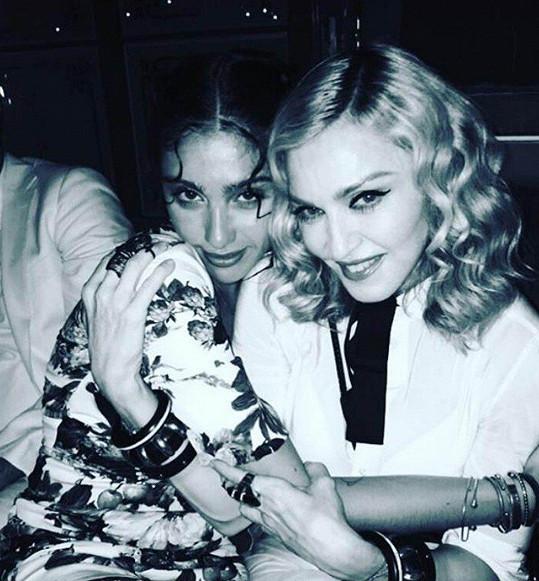 Na svou dceru, úspěšnou modelku, je Madonna velmi pyšná.