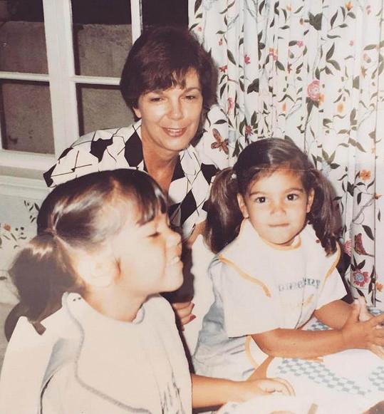 Kim s Kourtney a babičkou na archivním snímku