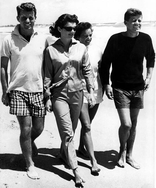 Bratři Kennedyovi s manželkami. Taková idylka jako na fotce to vždy nebyla.