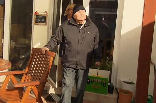 Ladislav Potměšil může po těžkých operacích páteře opět chodit.