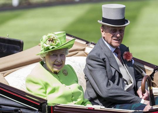 V úterý Alžbětu II. doprovázel manžel Philip.