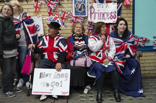 Londýn je zaplaven vlajkami a transparenty.