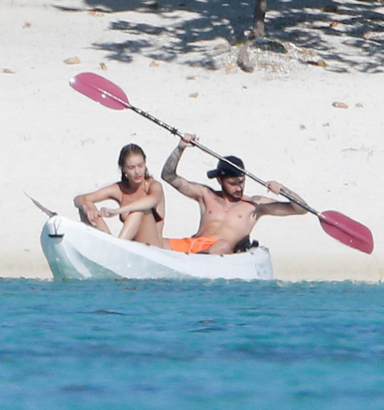 Dovolená na Tahiti mladou dvojici zřejmě ještě víc stmelí...