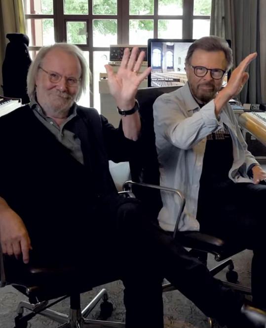 Björn a Benny zdraví fanoušky už i na TikToku. Oba si užívají pozornosti médií a oba mluví za celou skupinu i nyní, kdy ohlásili návrat.