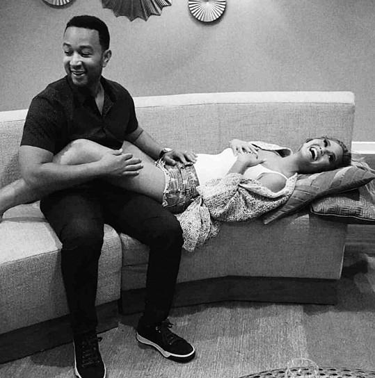 Chrissy Teigen a John Legend mají holčičku.