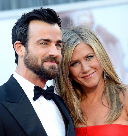 Justin Theroux a Jennifer Aniston spějí k rozvodu.