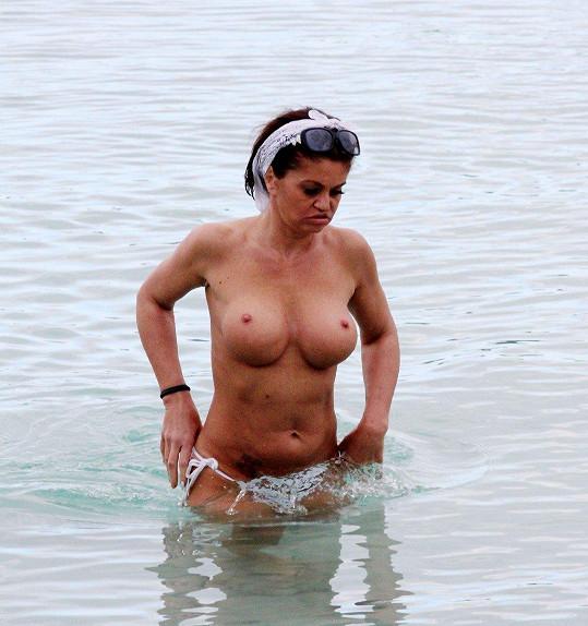 Daniella Westbrook vypadá spíš jako vodní příšera.