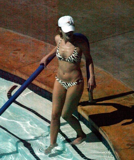 Sandra Bullock v bikinách