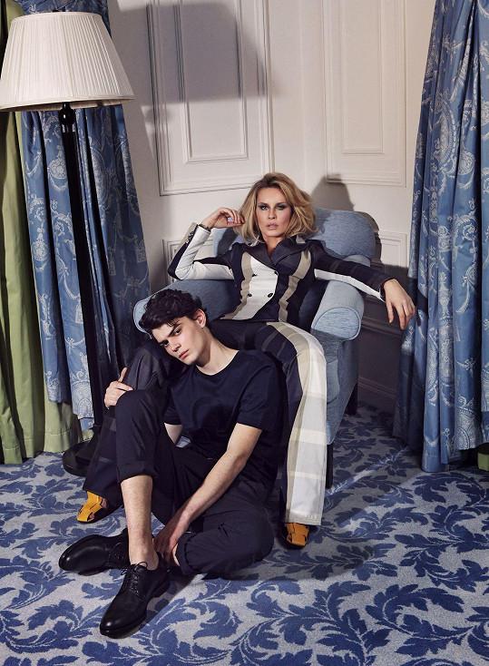 Simona a Josef na sebe oblékli modely z aktuálních kolekcí, které pro ně nechali poslat ze showroomů módních domů Fendi, Dior, Prada nebo Bottega Veneta.