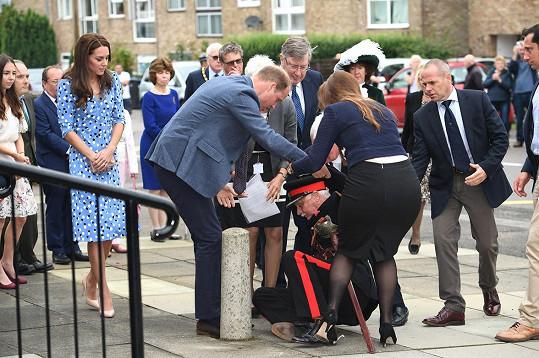William se dvěma dámami se vydali ihned na pomoc.