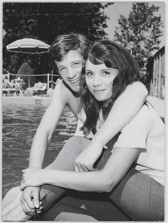 Belmondo s první manželkou Elodií v Saint-Tropez (1961)