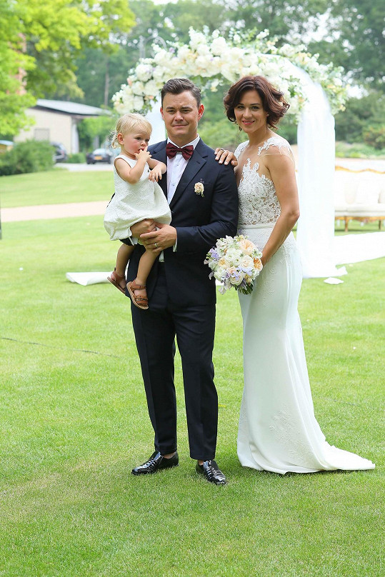 Manželé už mají rok a půl starou dceru Annu Josefine.