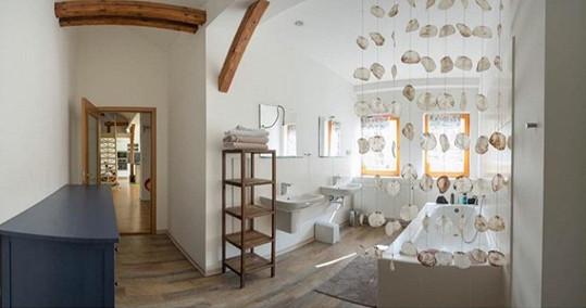 Koupelna v bytě, kde Klusovi žili.