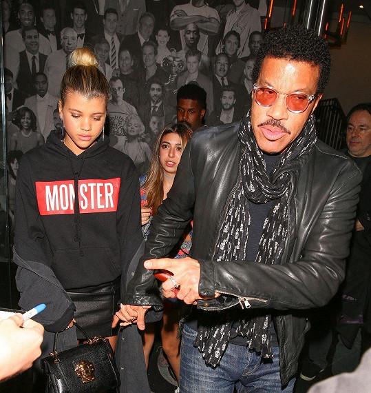 Otec Lionel Richie z toho není nadšený. Na snímku se Sofií.