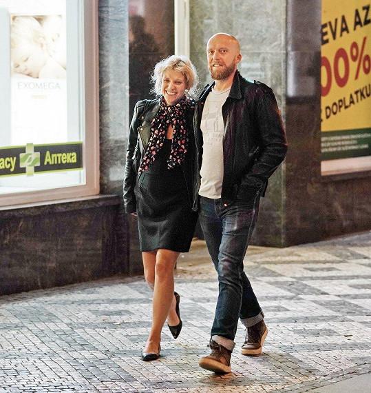 Jitka Ježková si s manželem vyšla na koncert Sexy Dancers.