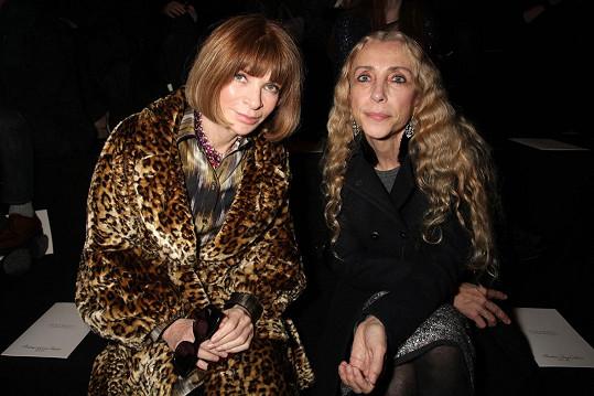 Franca Sozzani s Annou Wintour, která rovněž na pohřbu nechyběla.