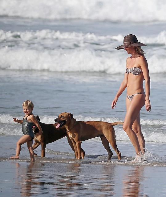 Roztomilá Vivian si moře oblíbila.