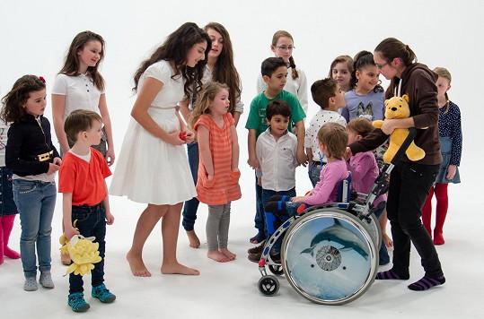 Natáčení klipu se zúčastnily i nemocné děti.