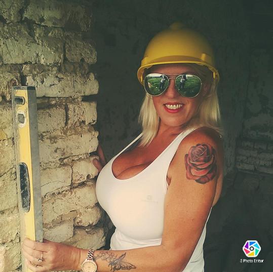 Tyto dny tráví v Bulharsku při rekonstrukci svého domu.