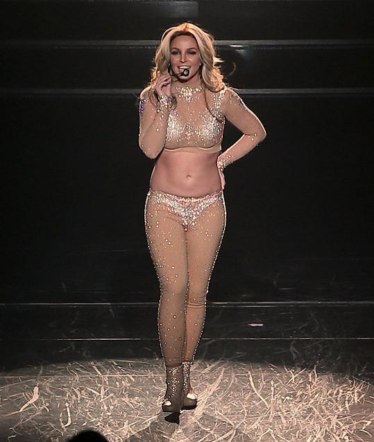 Před rokem jí břicho přetékalo z kostýmu.