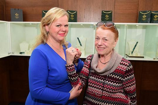 Iva Janžurová oslavuje narozeniny s dcerou Sabinou.
