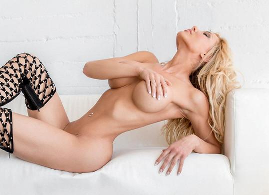 Modelka a herečka pózovala ve žhavé reklamní kampani.