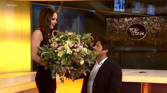 Laďce gratuloval k narozeninám Mirek Šimůnek.