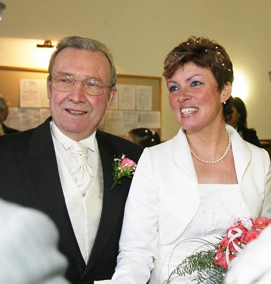Rufolf Jelínek na svatebním snímku s žokejkou Martinou Růžičkovou (2007)