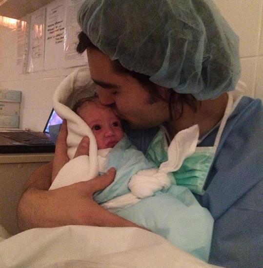 Přítel Emmy Jordan Haj s jejich nádhernou dcerkou
