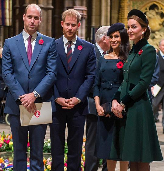 Kate (úplně vpravo) a Meghan s manželi princem Williamem a Harrym