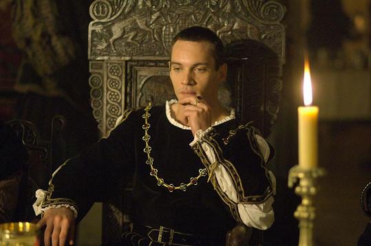 Proslul mimo jiné díky seriálu Tudorovci.
