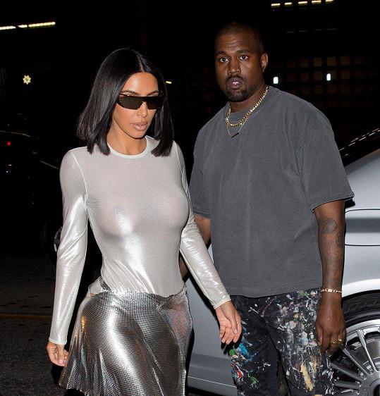 Kanye si cení loajality své ženy, jako vděk za to, že nedělala reklamu konkurenční značce, jí věnoval šek na milión dolarů.