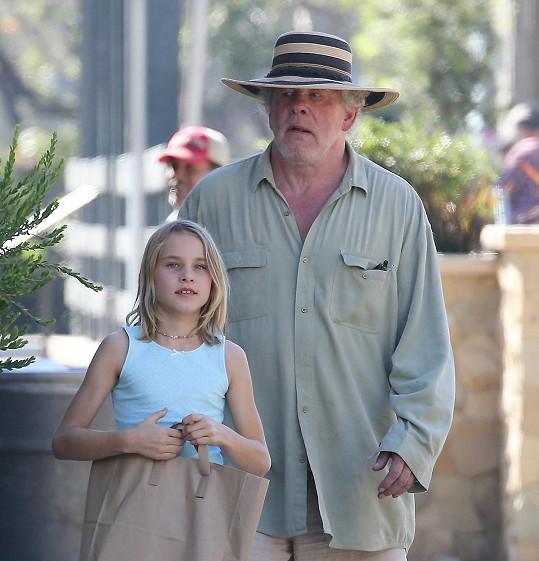 Nick Nolte vyrazil na nákup s dcerou Sophií.