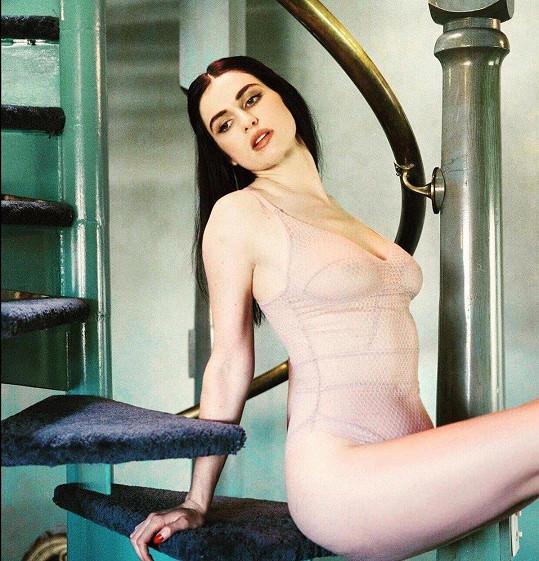 Úplně zády se Tali k modelingu neotočila.