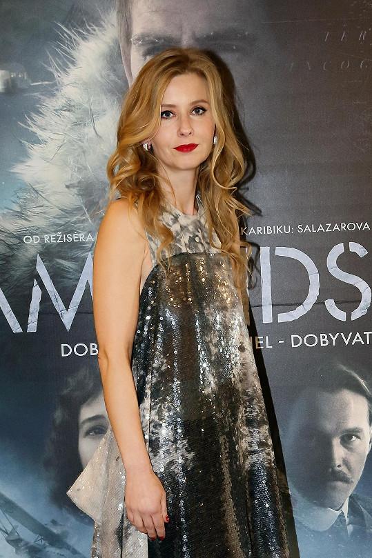 Na premiéru si Míša oblékla své oblíbené šaty od Liběny Rochové.