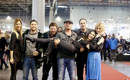 Martin se spolu s dalšími osobnostmi zúčastnil moto veletrhu v Brně.