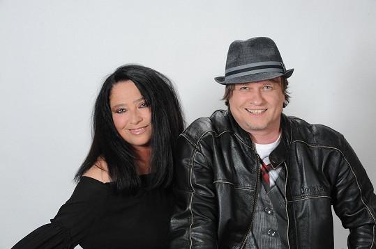 S Leošem Petrů natočila nový duet Bílá pláž.