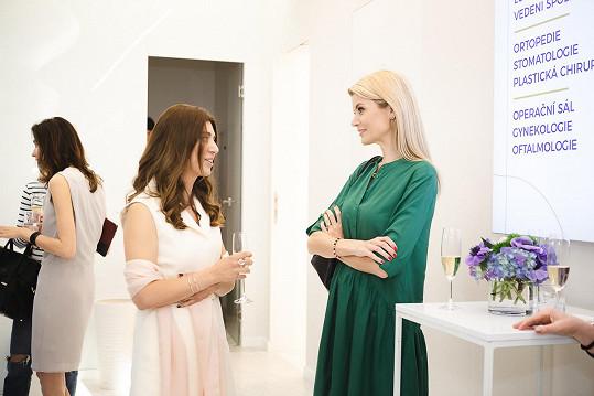 S Ivetou jsem si povídali na otevření kliniky estetické chirurgie.