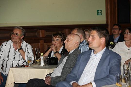Jiřina Bohdalová zasedla ke stolu se Stanislavem Zindulkou a Martinem Zounarem.