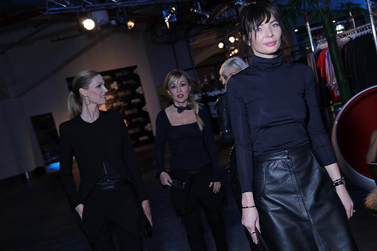 Modely z kolekce Bibloo by Barbara Nesvadbová na slavnostní večer oblékly Barbara Nesvadbová, Kateřina Kaira Hrachovcová, Pavlína Němcová a Monika Koblížková.