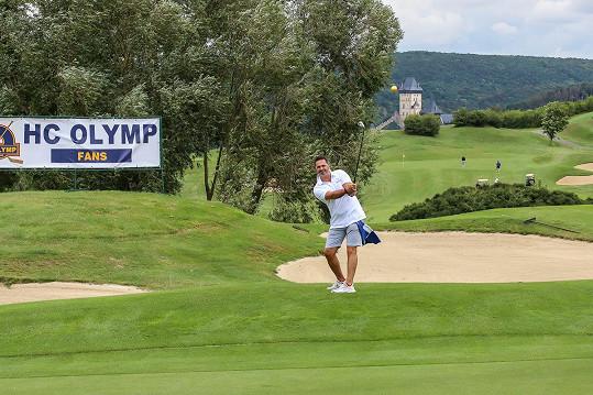 Alespoň má nyní čas na golf. Se svým hokejovým týmem uspořádal charitativní turnaj na Karlštějně.