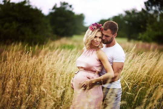 Hana Mašlíková s manželem Andrém v době, kdy čekala miminko.