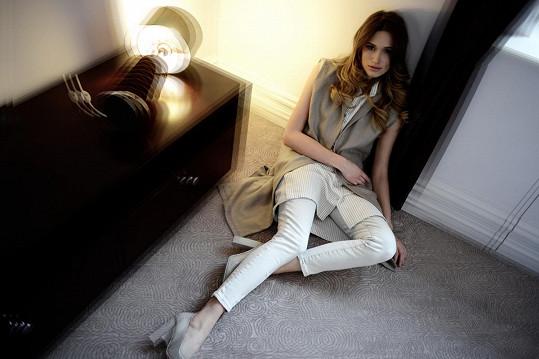 Modelka se zhostila i role stylistky.