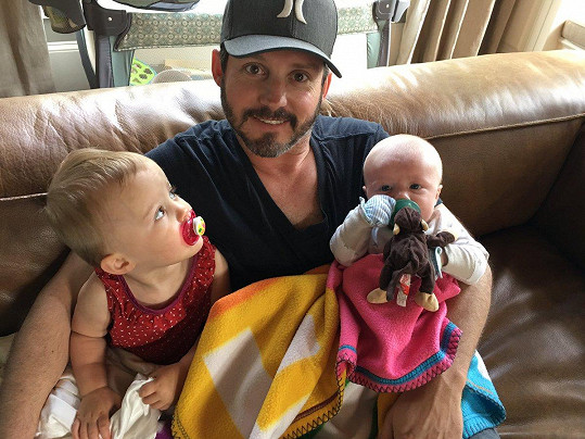 Se zpěvačkou má Brandon dvě děti a další dvě z předchozího vztahu.