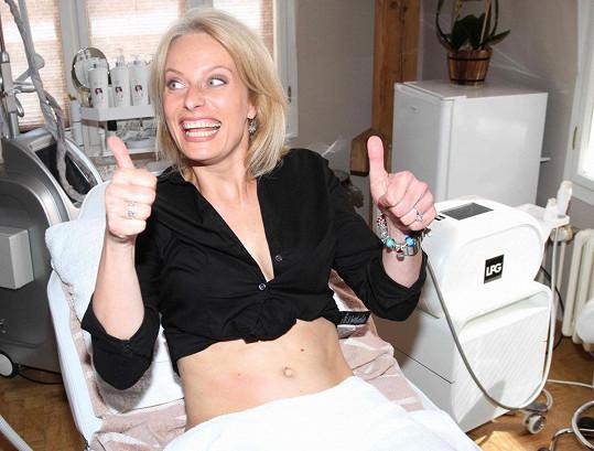 Kristina Kloubková předvedla dva roky po porodu bříško.