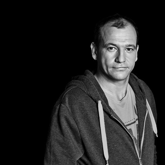 Své tělo roztančí i Jitčin herecký kolega Marek Taclík.