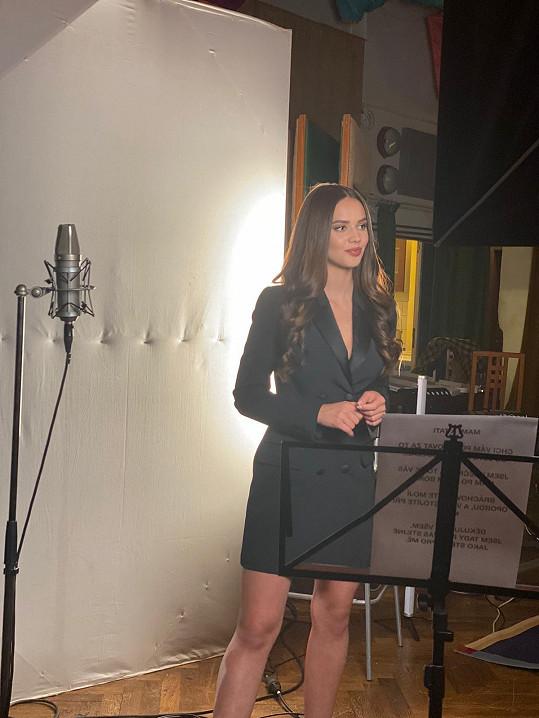 Z modelky zpěvačkou.