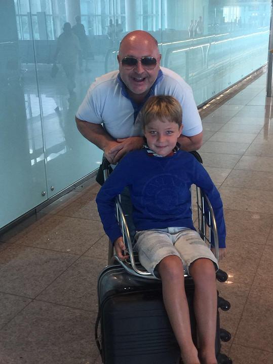 S vnukem Sebíkem, který jde do první třídy.