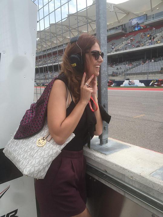 Česká Miss World 2013 svět rychlých motorek miluje, proto se také o víkendu chystá na brněnské výstaviště na Motosalon.