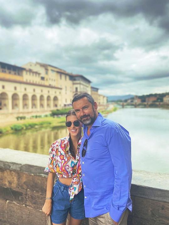 Emanuele Ridi si se svou láskou užívá dovolenou v Itálii.